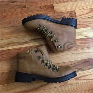 NWOT Dirty Laundry Ankle Boots Size 10